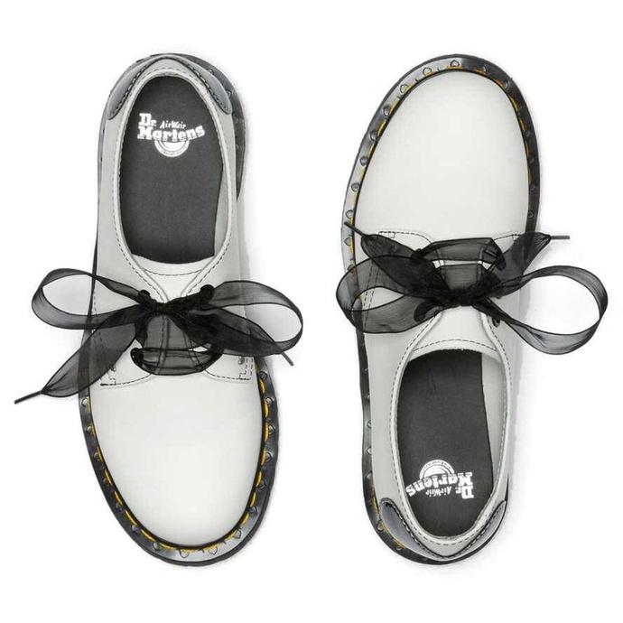 Ženski čevlji DR. MARTENS - 1461 Hearts - bela / črna